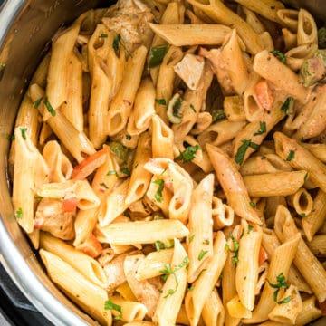 cooked Instant pot chicken fajita pasta in the instant pot