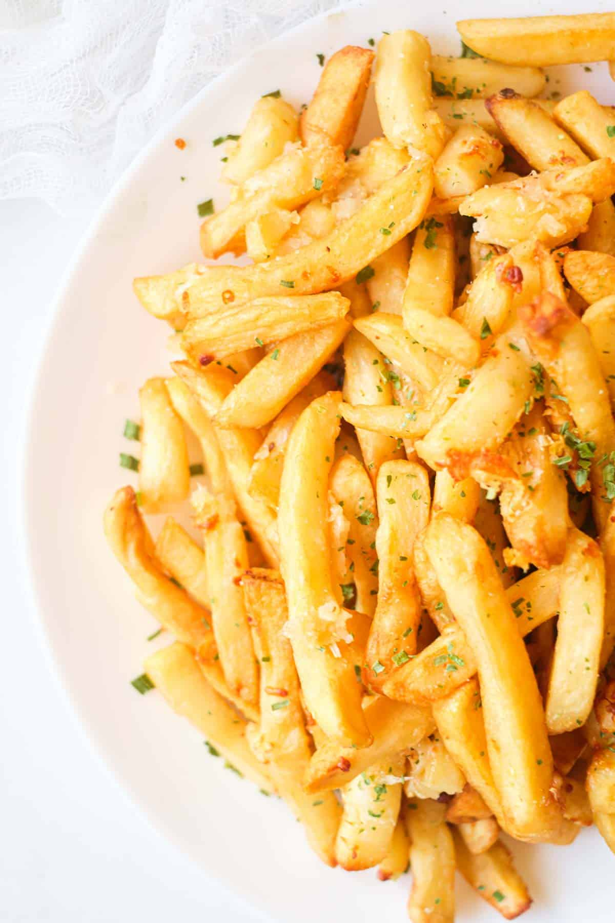close up view of the finished garlic parmesan fries